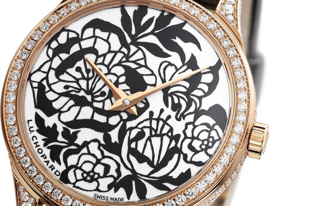 This copy watch for sale combines some shining elements favored by ladies.