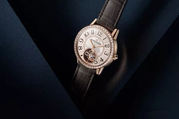 Senior Jager-LeCoultre Rendez-Vous copy watches are in diamonds plating bezels.
