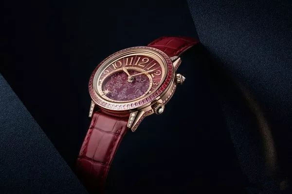 Rose golden copy watches are elegant and warm.