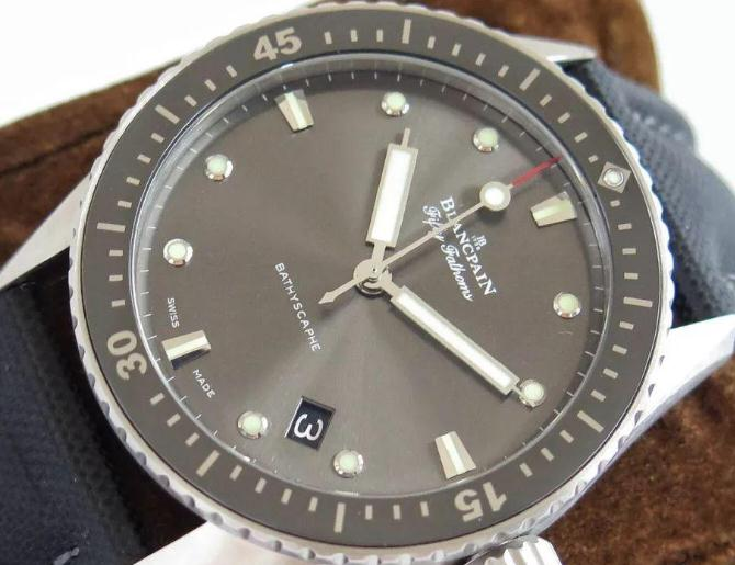 Blancpain Fifty Fathoms replica watches with black dials do not have complex functions.