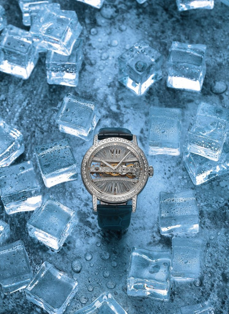 The platinum fake watches are decorated with diamonds.