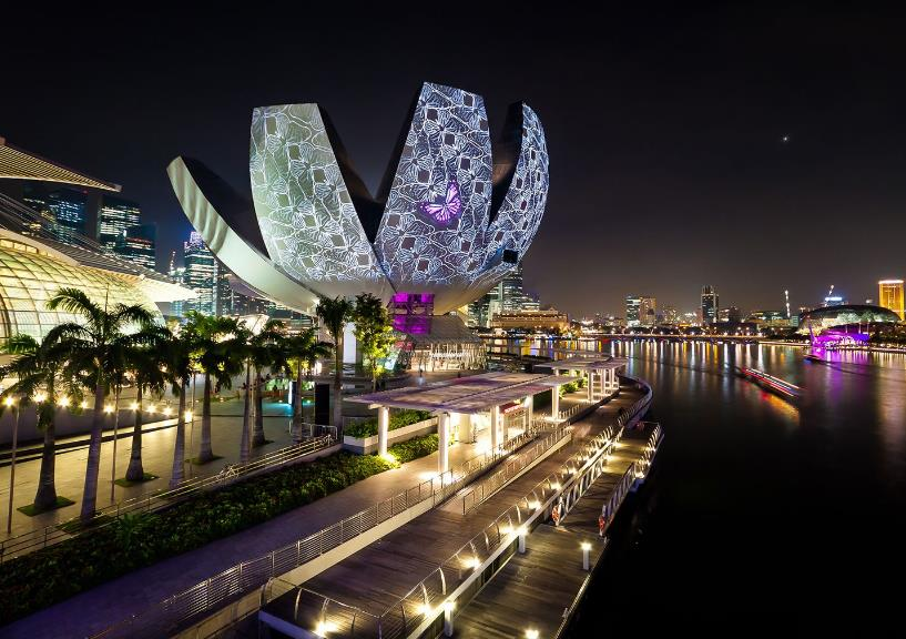 """ArtScience Museum at Singapore Marina Bay Sands looks like a blooming lotus flower. Inspired by this modern fantastic museum, Mido designed four fancy replica watches called """"rainflower""""."""