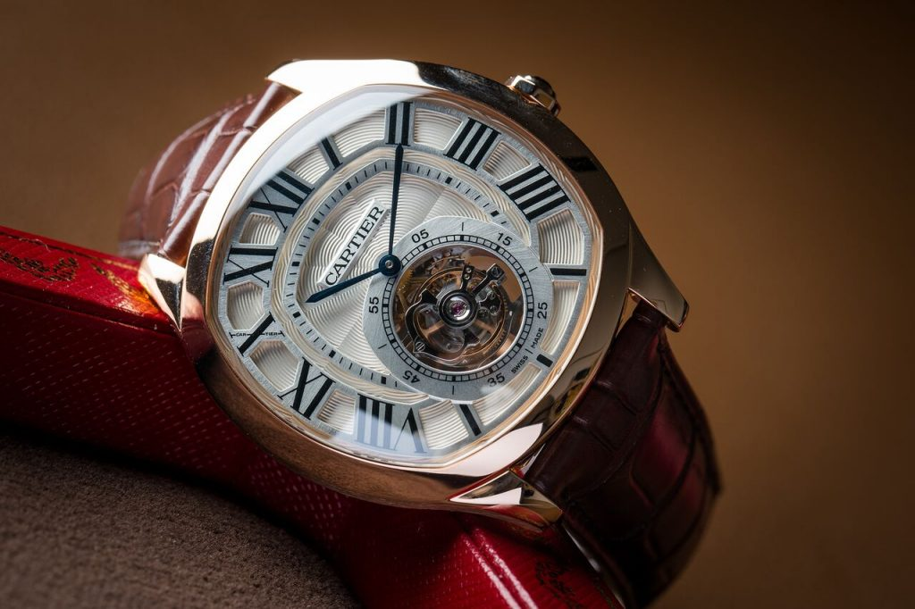 The brown leather straps replica watches have tourbillons.